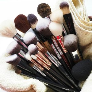 I couldn't find the word to describe the feeling when my makeup brushes are all clean!! 😊❤💕 Tell me about it ladies!! 😆😆 #clozette