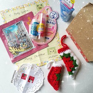 Received an early Christmas gift from one of my follower @dess1150!! 💕💕 What did I do to deserve such a sweet follower~~ 😙😙 Thank you so much for the small gift and the cute handmade Christmas socks!! 😍😍 I'm feeling so blessed right now. 💖💖 #clozette #countingblessing