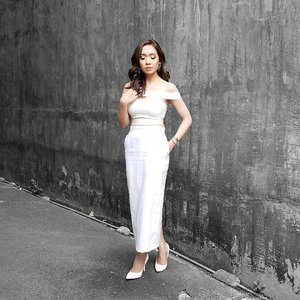 White is might. 😚  #iannicoleblogs #clozette @pilipinasootd #pilipinasootd @pilipinasootdbasics #pilipinasootdbasics #megstreetwear #ootd #aboutalook