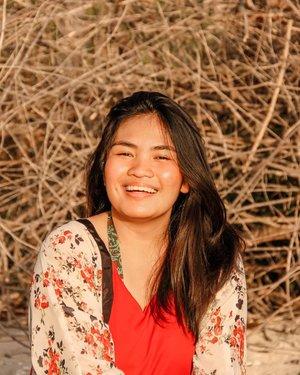 if you want to shine like the sun, first burn like the sun ayan sunog 😅 kidding aside this is just an I can't wait for summer photo ☀  #JanineDiaries