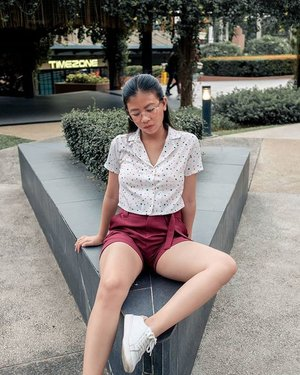 Yknow when your thighs go flat against the chair and the grow 3 times bigger? I had to try very hard to keep my thighs up 😂😂 top: @forme shorts: @penshoppe sneakers: @kedds photo shot and processed by @litratistavillanueva . . .  #fashionph #clozette #ootdph #sinopinas #influencerph #streetstyleluxe #anotheroutfitpost #stylefriques #mywhowhatwear #wearetothe9s #microinfluencer #stylefile #styleonthestreets #wiwtoday #theoutfitscrapbook #petiteblogger #theeverygirl #simpleandstill #lifeunscripted #abmlifeiscolorful #acolorstory