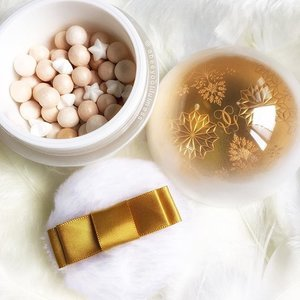 Holiday vibes ⭐️✨ Guerlain Holiday 2015 Neiges et Merveilles Winter Fairy Tale Collection ❤️ Meteorites Perles des Neiges Light-Enhancing Powder  #guerlainmeteorites #guerlain #clozette