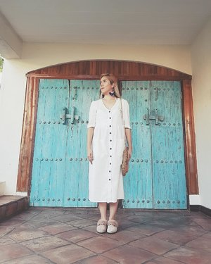 There are many ways of moving forward, but only one way of standing still. -F. Roosevelt 📸 @askthetree 👗 @fashforwardmnl . . . . . . . . #ootd #summer #vintage  #bloggerfied #clozette #clozetteco
