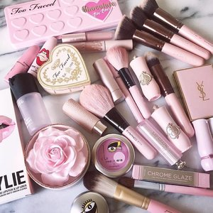 Who's a pink baby like @slave2beautyy ? 💖💖💖💖💖💖💖💖💖💖 . . #koreancosmetics #cosme #cosmetics #lipstick #lippie #color #makeup #beautyflatlay #beautyblogger #pretty #color #instagood #instacool #love #l4l #pink #clozette