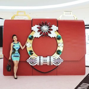 In a giant's world, I'm small enough to fit into a #MiuMiu bag. 😂😂 #MiuLady #IonOrchard