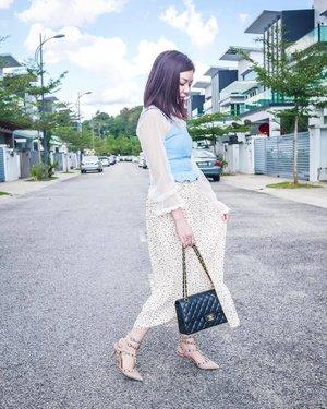 最近参考了一些IG红人的超美照片,自己也试着摸索一下如何调色;虽然还差的远,但我相信会慢慢调出个人风格的!💪🏻💪🏻💪🏻 . . . . . : . . . . . . . . . . #ootd #zhoufit #fashion #fashionblogger #koreanfashion #instafashion #clozette