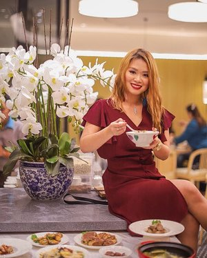[New Resto Alert] PUTIEN opens today in 5f Podium Mall! It's a 1-Michelin Star restaurant franchise from Singapore serving Fujian cuisine! It's very much like the Fujian cuisine I used to have in Xiamen like the Pork Trotter Jelly, Pork Intestines and Chicken in Fermented Wine! I'm taking my Ama here on Sunday! @putien.ph #putienph