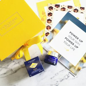 Starting my eye care journey with L'OCCITANE's The Immortelle Precious Eye Balm. 👁️ It combats puffy eyes, dark eye circles and under eye bags for eyes that look hydrated and bright. 💛 Formulated with Dynamic Hyaluronic Acid for 2X more hydrating power than ordinary hyaluronic acid. - Also contains L'OCCITANE's iconic Immortelle essential oil, for 2X more antioxidant power than Vitamin E. 💛 Lightweight gel texture, not oily and heavy on eye areas. 🛍️ Now available at all #loccitanesg stores and online. . . . #loccitane #ImmortellePreciousEyeBalm #beauty #skincare #beautysg #sgbeauty #eyecream #gifted #clozette