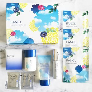 🌞Are you preparing for Summer already? 💙FANCL limited-edition Perfect Whitening Kit - the prefect tropical skincare aid for all-round brightening, protection, and sun-soothing benefits. The set includes: 🌻FANCL Whitening Essence, 18ml (Reformulated) 🌻FANCL Whitening Mask, 3 pieces (Reformulated) 🌻FANCL Capsule In Icy GEL, 50g (Limited Edition) 🌻FANCL Sunguard 50+ Nuance Pearl (SPF 50+ PA++++), 30ml (Limited Edition) 💙Get the set now at all @fanclsingapore stores. While stock last! . . . #FANCLNoPreservatives #fanclsg #fanclsingapore #fancl #beauty #skincare #makeup #jbeauty #japanbeauty #flatlay #beautyflatlay #sp #ad #clozette @mercurysocial