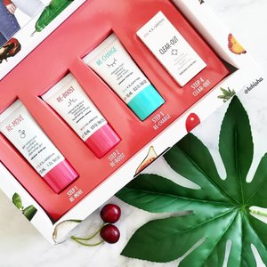 Start Your 2 Weeks Skin Goal with Clarins! Goodness in, nasties out: a hydrating starter kit powered by nature. Set consist of: 🍒 My Clarins RE-MOVE Purifying Cleansing Gel (15ml) 🍒 My Clarins RE-BOOST Refreshing Hydrating Cream (15ml) 🍒 My Clarins RE-CHARGE Refreshing Sleep Mask (15ml) 🍒 My Clarins CLEAR-OUT Target Imperfections (3ml) 🍉 Grab this set at $29 only Available at all @clarinssg stores and https://www.clarins.com.sg/ . . . #ClarinsSG #ClarinsMakeup #clarins #beauty #skincare #beautysg #sgbeauty #gifted #clozette