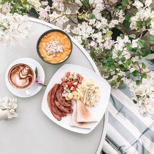 There has never been a sadness that can't be cured by breakfast food. 🍳☕️ . . . . . . #breakfast #foodporn #clozette #loveelishadotnet #life #cebublogger #dgteblogger #bloggerph #flatlaysbyelisha