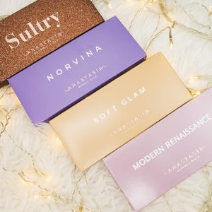 My @anastasiabeverlyhills collection is increasing 🤭🤭 super in love with their palette! Super pigmented 👍  Thank you @sephorasg for bringing them to singapore😍 . . . . #clozette #anastasiabeverlyhills #modernrenaissancepalette #sultrypalette #norvinapalette #softglampalette #eyeshadow #palettejunkie #makeupjunkie #beautyblogger #sgblogger #idblogger #discoveryunder10k #explorepage #flatlays #likeforlike #abcommunity #pigmentedeyeshadow