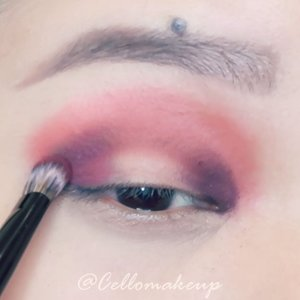 Take me to a place where i can see such a beautiful sunset 🌅 where the sky is filled with orange an purple colour 😍  PS: sorry for the slight out of focus 😭 did not realise it was out of focus during filming... #clozette #nyxcosmetics #nyx #sunset #sunseteyeshadow #sunseteyes #eotd #motd #modernrenaissancepalette #tarte #pineappleshadow #1minvideo #instavid #instatutorial #sgblogger #idblogger #indobeautygram #purpleeyes #orangeeyes #benefitbrows #browcontourpro #beautifulsunset #discoveryunder10k #explorepage