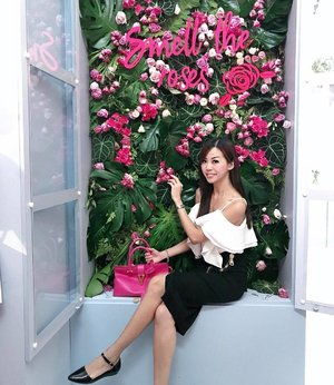 Taking time to stop by at @freshbeauty to smell the roses. Enjoy their captivating beauty in full bloom! 🌹🌹🌹 . Roses are just like our skin, we have to care for our skin before it gets too late! 😆 . #SephoraPlayhouse #freshbeauty @sephorasg