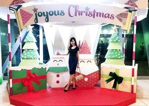 Joyous Christmas vibes at my fave shopping mall @jcube_mall! . 🎄🎁🎄🎁🎄🎁🎄🎁 . #PlayatJCube