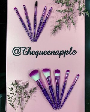 Manxi Transparent Sequin Handle Cosmetics Brushes are made of Rayon fibres, which feels soft to touch, like silk.  The bristles are gentle on the skin, and provides smooth application. It's aesthetically pleasing as well, when i placed the brushes at my vanity table!  The brushes are available in Purple, Rose and White.  Shop for Manxi Transparent Sequin Handle Cosmetics Brushes at https://bit.ly/2kggMzf  #manxi #manxibeauty #manxifashion #makeupbrushes #makeup #brushes