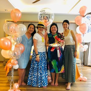 A grand birthday 🎂🎊🎊surprise!Thank you @iampanad @ya_its_von @margiesoh you girls swept me off my feet with such a sweet surprise 😱totally unexpected...feeling all the love 💘💖!! Love you all to the moon 🌜and back!! . . . #shenwendys #shenwendystravel #bestbirthdaysurprise #birthdaysurprise #birthdayinkrabi #birthday #sweetsurprise  #fashionista #fashionaddict #stylish #fashionstyle #yummymummy #likeaboss #fashionblog #instafashion #style #fashion #beautiful #glambassador @glambassadorofficial #bloggerbabes @thebloggerbabes #workingmumsirl #clozetter #clozette @clozetteco #inspiration #beyourself