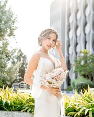 Wedding prep is never easy! But looking back at the time and effort we spent for the wedding prep, we both felt that it was well worth it!🙆🏻♀️❤️ One of my bride's to do list would be to achieve a v face in time for our wedding day. Being a last minute bride, I'm so thankful @celevenus.aesthetic helped me to speed up the process to achieve this!  The Venus legacy face treatment coupled with Dysport®️really help to reduce my square jaw significantly! Now that I'm looking back at our wedding video and photos, I'm so glad I got mine done in time!🙆🏻♀️❤️ I love how @celevenus.aesthetic doesn't overdo the treatments and especially love the Venus legacy v face instant lifting effect 🥰❤️ it really gives me the huge confidence boost!  Brides to be, remember to check in with @celevenus.aesthetic and get your v face in time for your big day too ❤️ • • • • • 📷: @filosofie.wedding  #theonlywanforben #abenandchloetale #celevenusaesthetic #dysport #venuslegacy #vface #qohbrides