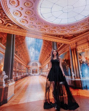 """Got transported to Versailles with this festive perfect peek-a-boo black dress from @upstage.sg ✨Enjoy 15% off your first purchase with promo code """"UPSTAGE15"""" upon checkout at www.upstage.sg.Valid till 15 Jan 2019. Check them out for your upcoming CNY shopping! ❤️•••••📸: @bentkr 
