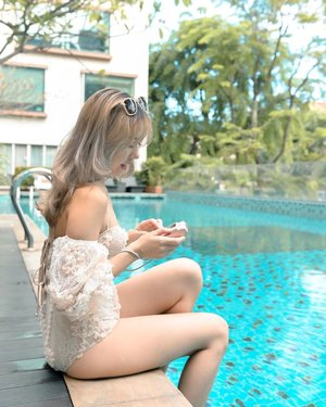 Capturing precious moments from our rare staycation with my @fujifilmsg Instax Liplay!😍 Now we can capture our favourite vacay moments easily and even record a voice message!😍 whee! just scan the QR code after to replay the voice clips ❤️ too precious!  And yesss it's in rose gold 🥰 favourite!!!! • • • • • 📷: @bentkr  #chloewlootd #becauseweventuresg #parkregissg #staycation #fujifilmsg #fujifilminstaxliplay #staywellwithparkregis #sginsiders