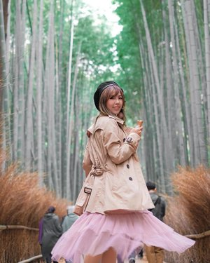 Bring us back to Japan pretty pls 🇯🇵 😍  Missing our 2 months epic trip last year where we went to the famous Arashiyama bamboo grove! Hehe! Didn't wake up early enough so I had to flare my skirt and attempt to cover the photobombs behind 😂✌🏻 Oh yes, I recall I attempted to bring my matcha ice cream 🍦 in for a photo but underestimated the distance we had to cover, so in the end I ate most of it by the time we got to the centre of the bamboo grove 🤣  It's stories like these that made our adventures so much funnier. Don't you agree?😊 • • • • • 📷: @bentkr | @fujifilmsg  #throwback #arashiyamabambooforest #bambooforest #chloewlootd #chloewltravels #becauseweventure #becauseweventurejapan