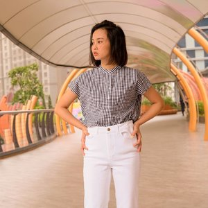 New arrival EFC Stand Collar Short Sleeve Shirt from @uniqloindonesia. I love the material, its light and comfortable with wrinkle-resistant feature. Btw, It's look great when worn untucked over pants too! Oh, you can also pairs well with shorts or a skirt.✨ #JustephanieXUniqlo #uniqloindonesia #uniqlowear #shirt #clozette #shoxsquad