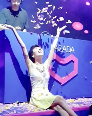 Celebrated my birthday with Lazada as March 19 babies. Party time as Lazada turns 7 and I turn 29! 🎂🎉 Check out their awesome deals and discounts by clicking the LINK on my BIO ⬆️ I am claiming that this year, blessings will rain on me and for you too Lazada! Cheers to us! 🥂🍻 #Lazada7Birthday #LAZPAR7Y #TimetoShineat29 👑