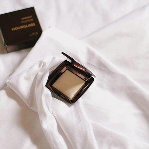 Light at play ✨✨✨ #hourglass #hourglassph #hourglasscosmetics #makeup #makeupinmanila #clozette