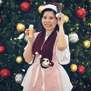 Is Monday, are you ready for Christmas? Preset Murad Vibrant Vibes to your #BFF as a Christmas gift 🎁🎁 Rapid Age Spot Correcting Serum reduce my dark spot, age spot and hyperpigmentation. While Essential-C™ Day Moisture Broad Spectrum SPF 30 create a shield to protect my skin frtom environmental damage. Celebrate the festive season with glowing, radiance and luminous skin. Check out @muradmalaysia for more information. ❤️ #MuradVibrantvibes #muradmalaysia #antiageing #luminous #radiantskin #beauty #skincareroutine #skin #lifestyle #clozette #bettyjourney #beautyguide