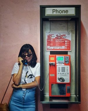 📞Wha-wha-what did you say? Oh, you're breaking up on me. Sorry, I cannot hear you I'm kinda busy, k-kinda busy 💁🏽♀️... . #vintagetelephone #clozette #starclozetter #truevintageootd #retrobabeland #ootdsg #ootdgals #lookbook #lookbooksg #fashiondiary #discoverunder5k #discoverunder10k