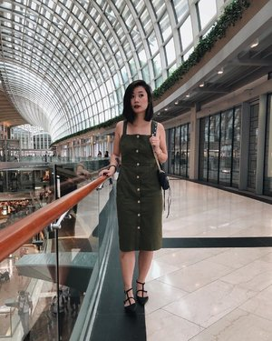 What do you mean my leg wound peeking out from under my dress ain't the focus in this photo? x #axdelwenthreads #clozette #lookbooksg #ootdsg #lookbookasia #ootdmagazine #lotd #igers #vscocamsg #streetfashion #sgigstyle #fashionigers #vscocamsg #igsg #chictopia #stylesg #igersingapore #stylexstyle #vscosg #lookbooknu #fashiondiaries #weheartit #fblogger #styleblogger #streetstyle #sgstreetstyleawards #throwback #stylesearch 📷: @fishermansng 🖖🏻