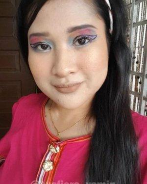 Time makeup helok ni la tak buat tutorial 😭 nanti I buat tutorial ya hopefully jadi cenggini la.. hahaha 😅  #GraphicEyeLiner #RainbowCrease #syafierayamincom #beautyblogger #BloggerMalaysia #lifestyleblogger #clozette #Blogger #makeuptutorial