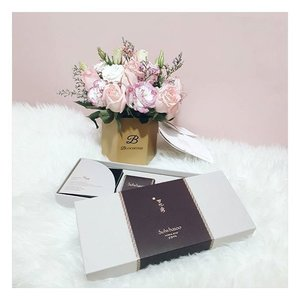 Sending loves (and surprise at the doorstep) to my mother this November, it is her birthday month! ❤❤❤ #birthdaygift #birthdaymonth #clozette #beauty #sulwhasoo #bloomthis #pink #🎁 #love #picoftheday #simplicity #minimalist #essentials #november #lifestyle