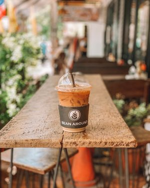 The ONLY coffee I've had in Bangkok 😫 Will definitely go back for more! Hopefully soon! 🙏🏻☕️ • Have you done cafe hopping in Bangkok? What's your fave? ☺️🇹🇭