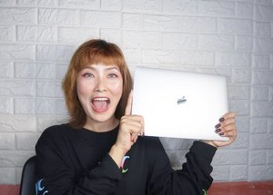 Katas ng YOUTUBE guys! I bought a Macbook Air 2019 Finally🚨 New video alert😁💸💸 look how my happy I was😅😃😎 SWIPW✅✅👍🏻 and Watch my new video! #linkinbio #cocomanuel #macbookair2019 #macbookair #finally #clozette