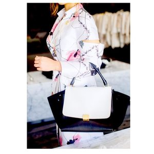 Love @thomaswylde's edgy take on florals - who would have thought barbed wire can look #perfectlypolished ? #instadaily #fashiondiary #officestyle #modernclassic #weartowork #thomaswylde #ootd #clozette #dresstoimpress | 📷 @thesabrinaphoto