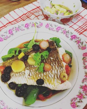 When cooking normal steamed fish is too mainstream. This combi not only create an unique visual to the eye, it also pleases very much on the taste buds AND promoting better health by expelling excess sodium in our body (thx to the Spinach, Avocado and Seabass). Most imptly, NO SALT WAS ADDED! . I admit I'm too free during this AALV and been watching all health related programmes to increase my basic TCM knowledge. Beauty is beyond skin deep. Always better to take care of inner health and the body will reward with a better healthier body & complexion One deserve! . #food #foodporn #singapore #Clozette #clozetter