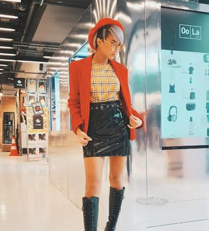 @MissSelfridge makes a bold comeback with their physical store at @NomadXsg, bringing you urban chic style that's bound to turn heads 👀  Check out this outfit I put together! My favourite piece would be the Red Tailored Button Blazer, the perfect finishing touch to the vintage chic look 💋  Shop at NomadX from 4-31 December to redeem an exclusive NomadX tote bag with $100 spent. PLUS, American Express® Card Members enjoy $20 cash rebate with S$150 charged to a registered Amex Card. Visit link in @NomadXsg's bio to register. T&Cs apply.  #NomadXsg #NomadXMissSelfridge #sponsored #clozette