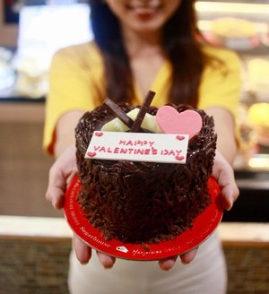 Happy Heart's Day! ❤️ Celebrate it the sweet way with @sugarhouseph Valentine's Midnight Cake for only Php385!🍫🎂 You can customize it with cake toppers/ emblems too. Available in all branches. #sugarhouseph #sugarhousevalentines #lovesugarhouseph #valentines