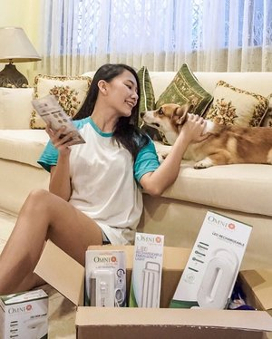 As a furparent, hindi pwedeng magtiis sa dilim pag brownout lalo na with my furbaby around. With @omni.ph Rechargeables, I don't have to worry about stepping on our little Nugget's short legs in case magbrownout. Dahil pag #OMNILagingOn 🐶💡 You can get yours @lazadaph or in any hardware stores near  you.