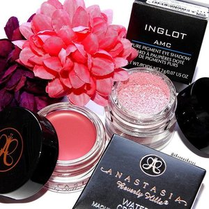 🌸 These two work so well with each other. Add a cool grey shadow in the crease and you're good to go! #Clozette #beauty