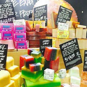 Soap heaven at @lushsingapore as we got a sneak peak into their upcoming Christmas collection. Don't forget to also check out their Oxford street range which consists of products exclusive to the Lush store in Oxford street in London or so i was told! ☺️ My all time favourite soap from Lush is Honey I Washed The Kids, but now i think it's Maypole! It's a lovely sweet peppermint scented soap that reminds me sooo much of the holidays. Go check it out!😍 #lushsg #clozette