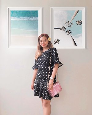 Got this beautiful nursing dress from @valiannestrends! It doesn't look like a nursing dress right? Love it's stylish look! 🥰😍 Went out last weekend with baby Asher and I still managed to breastfeed (no hassle)! 💃🏻♥️ Sharing a 10% discount code - MHZLXVLNNS to all mommies out there! Hurry, only 50 people can use this code. Click the link on my bio to shop! 🙌🏼💞