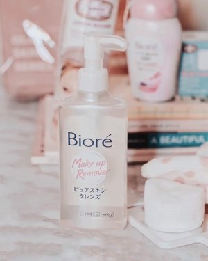 I put @bioreph newest cleansing serum into a test. Watch the video on how fast it could remove the matte liquid swatches on my arm! 💓🥰 I also have tried removing my face make-up and it works wonder on cleaning liquid eyeliner without having the panda eyes + no sticky feel! 😹🐼🙅🏻‍♀️ Love it! #Biore #BiorePH