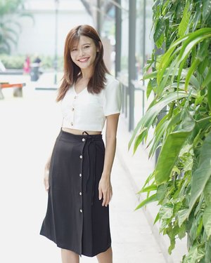 This skirt from @anticlockwisesg 😍😍 #maybelineootd