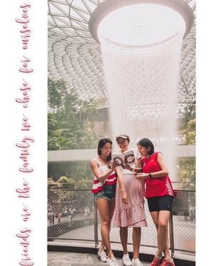 True friends don't let you do stupid things..... Alone.  Four of us balloted for this year's NDP tickets, none of us got it. 🤷🏻♀️When I came across @todayonline's #TodayNDP2019 ootd contest, I shared it with them and they gamely agreed to participate! Zoom in to see the on point props that they brought! Super love them all, missing @aspeckofgolddust here, for sticking around all these years through some really tough times in each other's life. The patience, support, encouragement and the enrichment we provide for one another is really magical and a great blessing. 18 years of friendship and counting to 80! 😜 . #todayndp2019 #ndp2019 #redandwhite #clozette