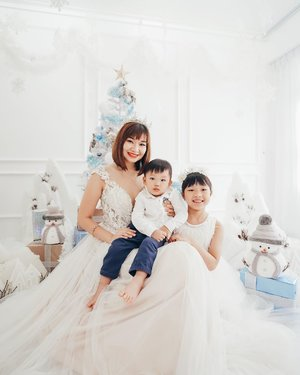 Never thought I'll be wearing a gown again after my wedding! 🌟  Oh My Son definitely has his dad vibes , that #pokerface 😑  YES/NO? 🎅🏻 Studiopetitesg Xmas shoot 🎄💫 Date : 30 Nov Sat & 1 Dec Sun  Venue : Tampines Street 61 . $198 / 30 mins with 12 edits. 🌟 Gown rental 👰 @queenofheartssg  #clozette  #studiopetitesg