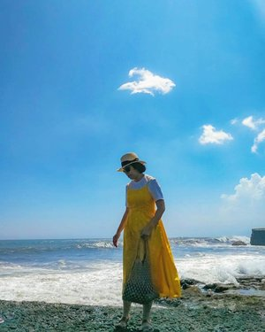 🇮🇩BALI: 2nd time in Bali, Indonesia ( My last visit was 12 years ago ) and many has changed!. Even Bali's Scenic Sea Temple - Tanah Lot has a park for tourists now.  I am gonna share more photos from the trip soon. 📷: @chingz100  #hztravelogue #hazelxbali #clozette