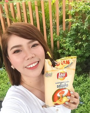 A selfie with this extra flavorful and unexplainably addicting snack is definitely a MUST! 💗 - Oh yes! Our fave @laysphilippines brings out a new flavor: SALTED EGG! 🐣 The same great quality of Lay's potato chips, but now with an awesome twist! Grab a bag at any 7-11 stores NOW! (not available anywhere else, only at 7-11) Post a selfie and TAG me loves! 💗 #LaysBringtheFlavor #FritolayPhilippines . . . #missgdiaries #missgblogs #clozette #lays #layschips #snack #snacktime #food #foodie #saltedegg #bloggers #bloggersph #ig #igers #yt #youtube #abcommunity #abcommunityph