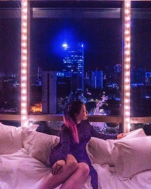 Spending my night admiring the stars ⭐️ and the high rise building! Wandering around and dreaming of a perfect life. No harm to live in a fantasy for a while. A girl can dream the night away! Don't Stop Dreaming, it may come true one day! ✨💫🎉💖 . . . #travelgram #igtravel #instatravel #instago #malaysiatravel #clozette